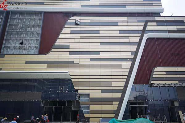 龙湖地产冠寓项目蓄势待发